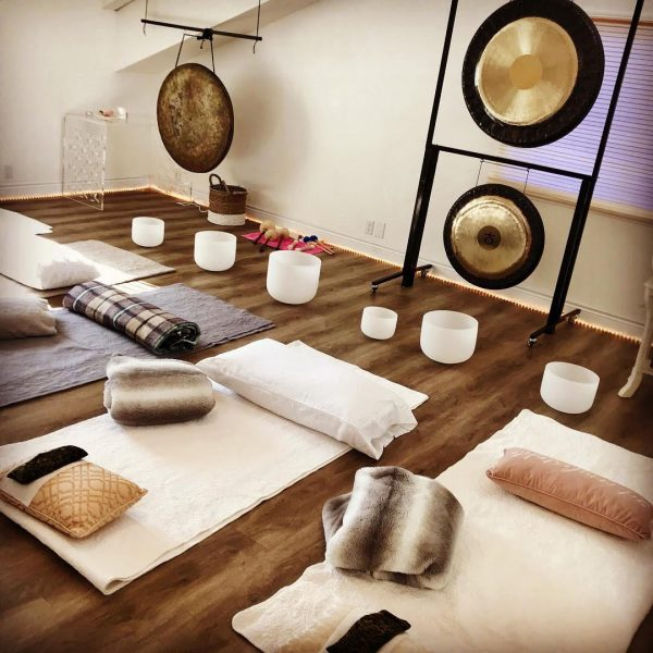 One of our favorite wellness Sessions is the Soundbath! we were so grateful to host gratis Soundbath sessions for #Malibustrong January 2019!